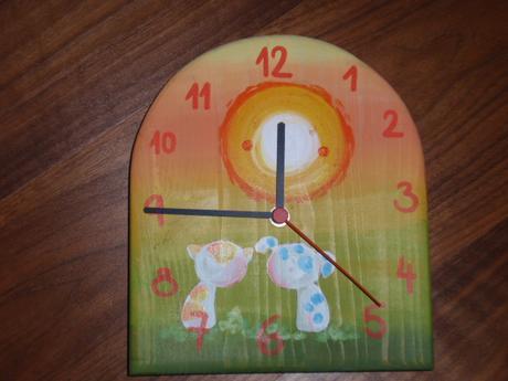 drevené hodiny,