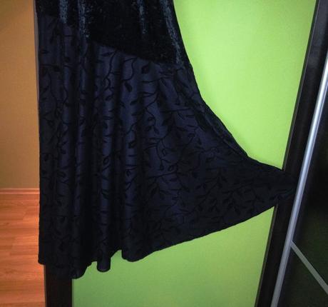 Spoločenské čierne prispôsobivé šaty, 40