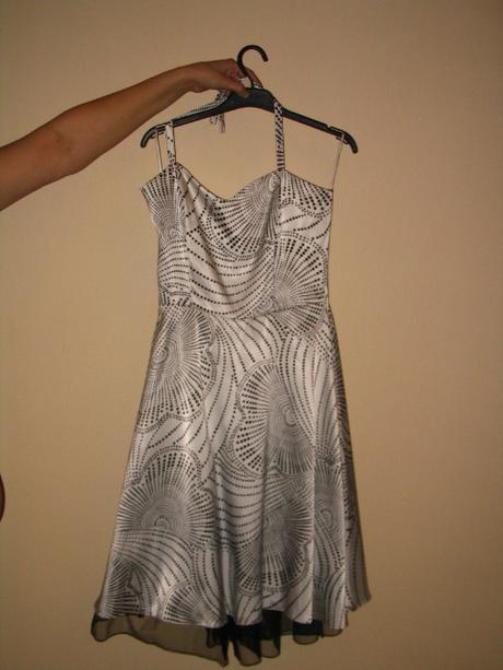 Pekné šaty, vhodné aj ako retro šaty, 38