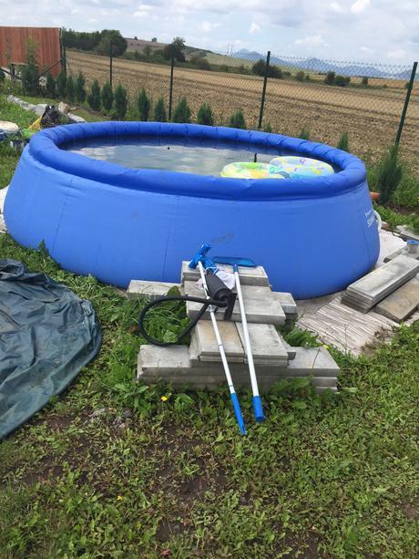 Nafukovací bazén,