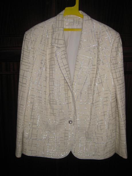 Elegantný zoštíhľujúci sukňový kostým veľkosť, 50