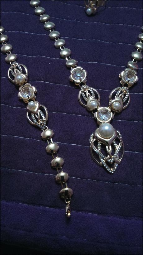 Zlatý set S perlami,