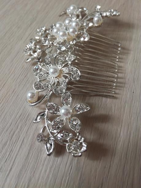 Hřebínek s perličkami,