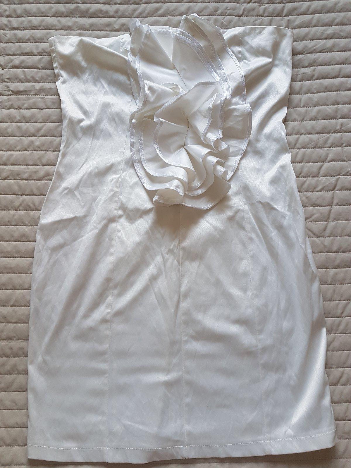 b110deed7968 Biele volánkové šaty