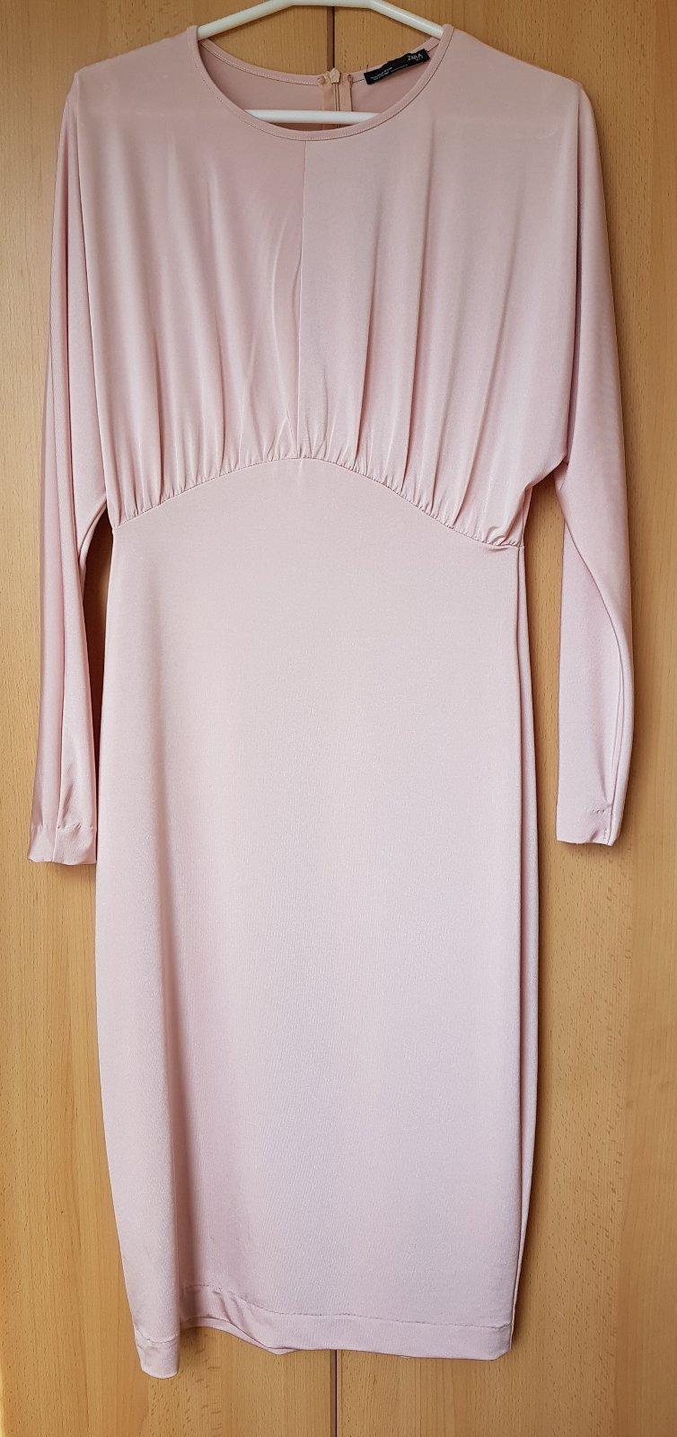 0b2604a91630 Zara šaty