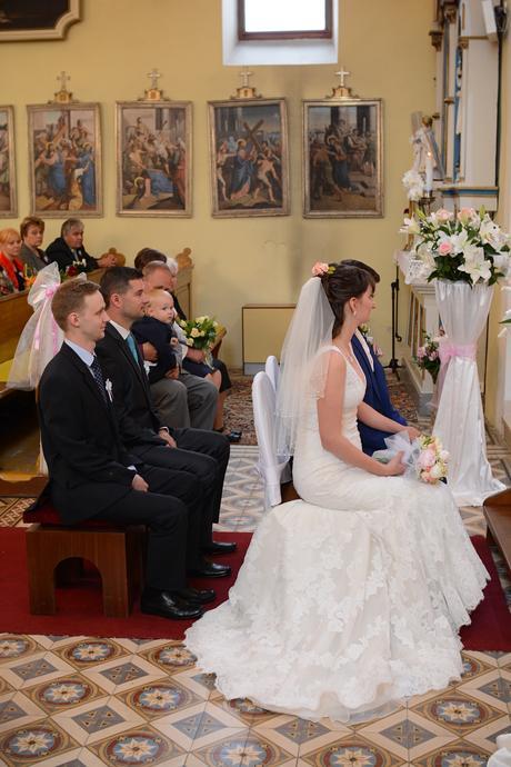 Krajkové svatební šaty, 36