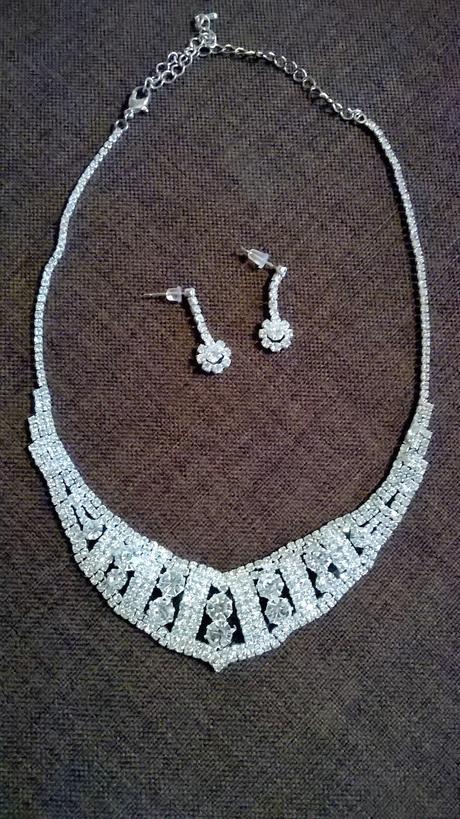 naušnice s náhrdelníkem,