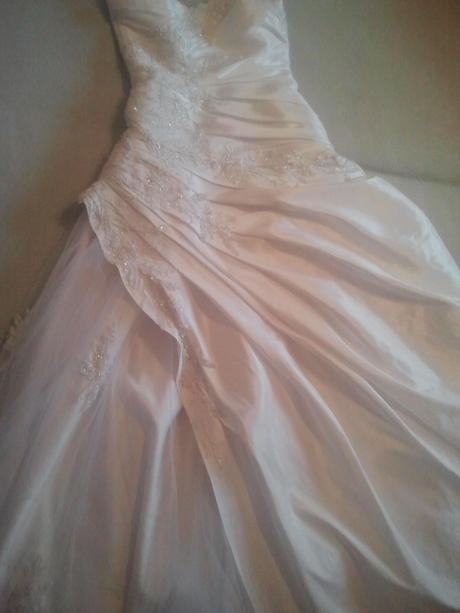 svadobne saty so spodnickou a kruhom, 38