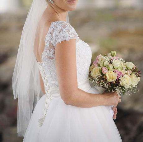 Princeznovske cipkove svadobne saty, 36