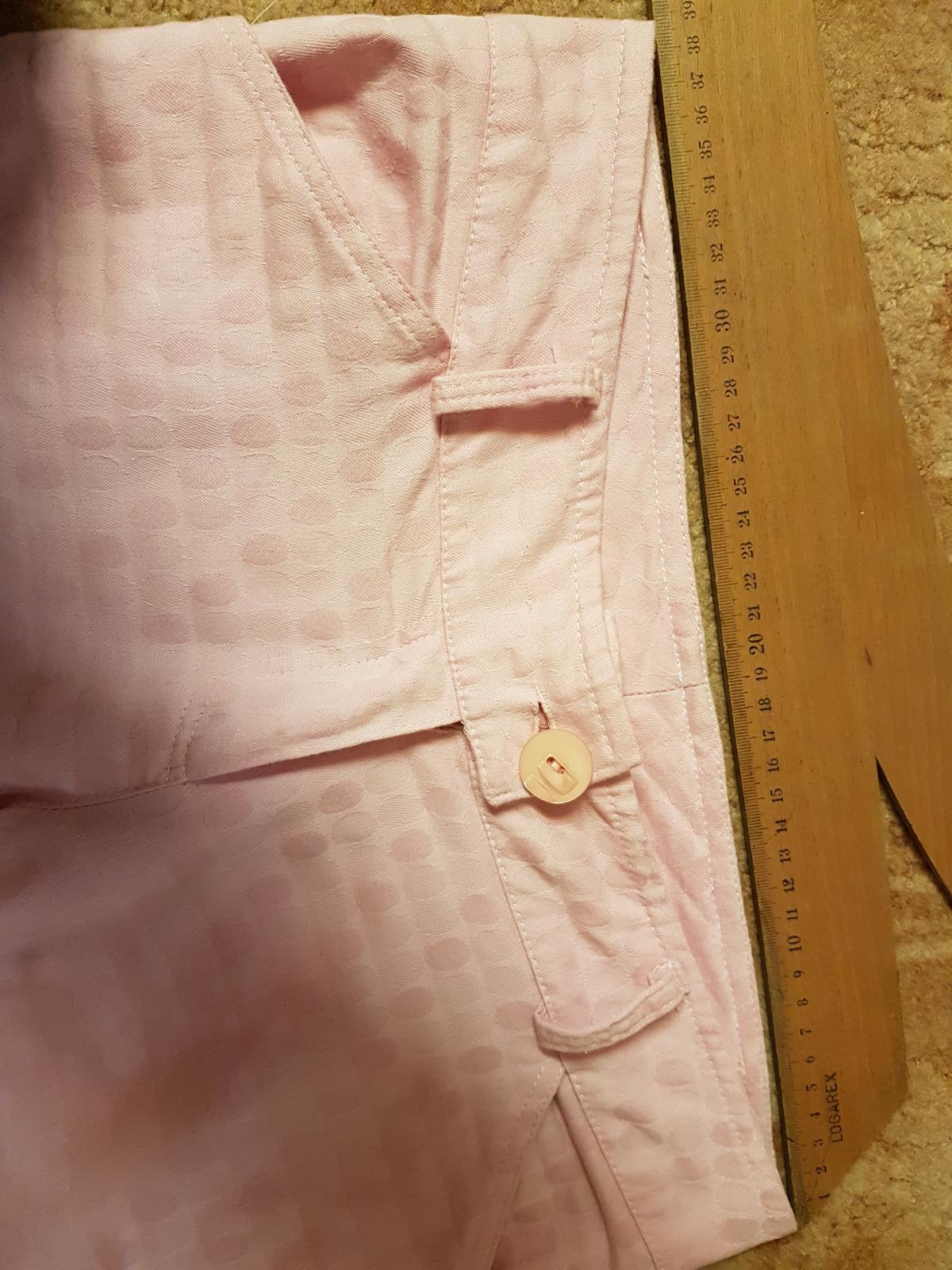 c8d0f519dd0c Nohavicový kostým s jemnou potlačou