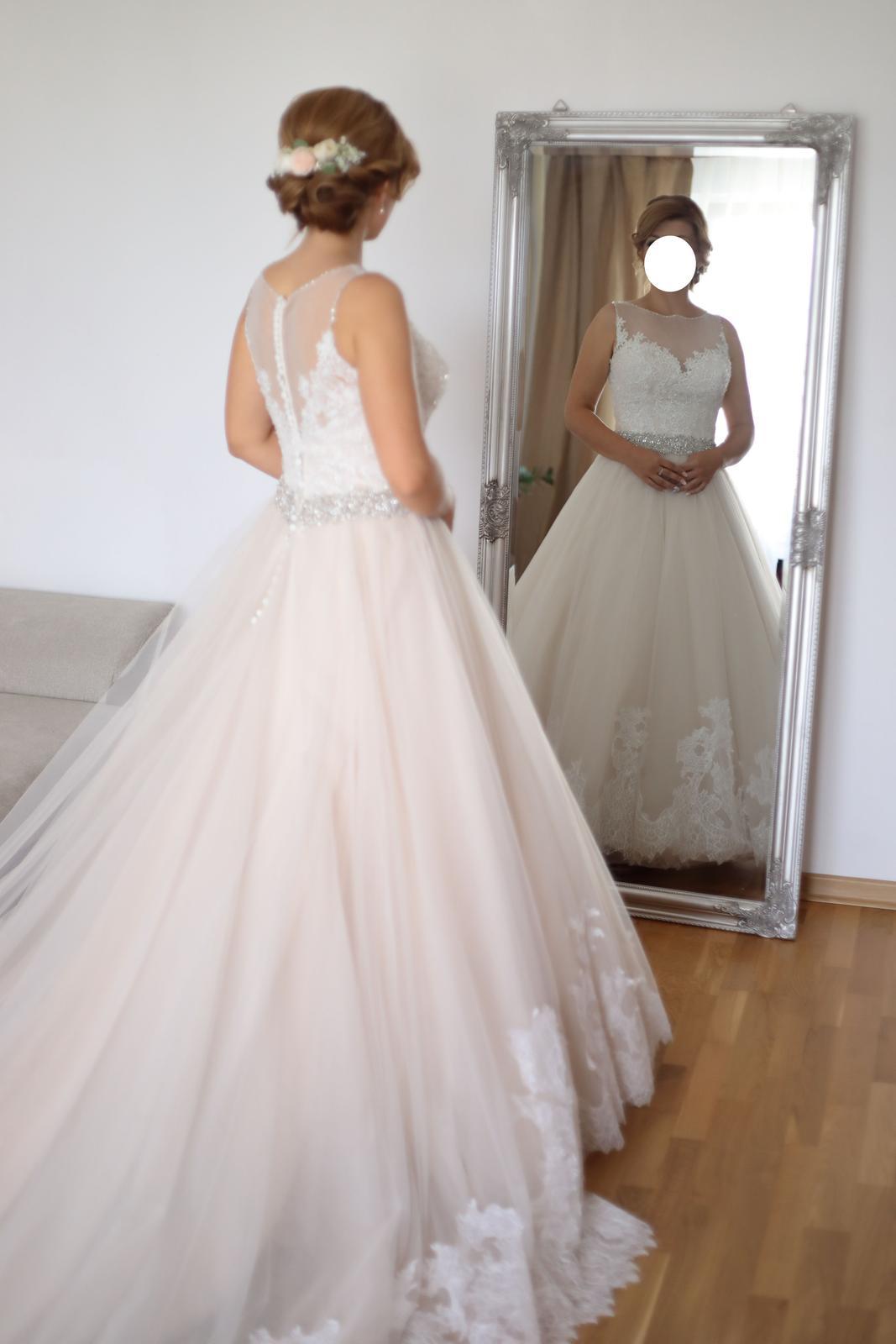 f0565cce9ff0 Svatební šaty pro menši nevesty