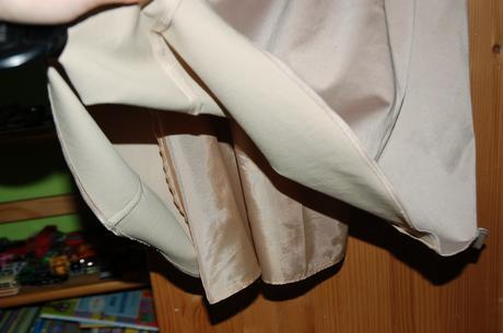 Krátke saténové šaty , 42