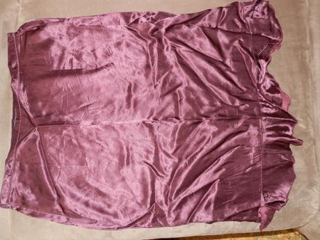 Saténová fialková sukňa, 38