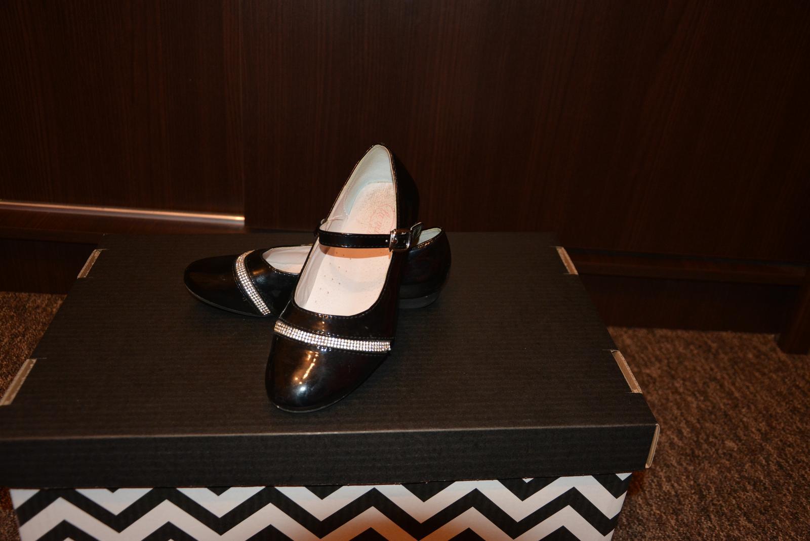 3e9578bb5f195 Dievčenske spoločenské topánky, 34 - 4 € | Svadobný bazár ...