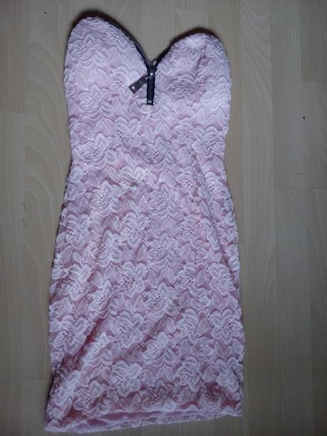 Meruňkové šaty, S