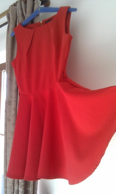 Červené retro šaty , 36