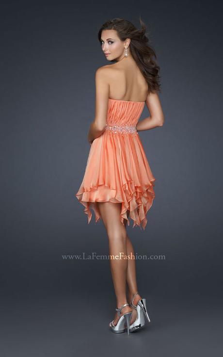 Krátke spoločenské šaty la femme b740ff2a6cc