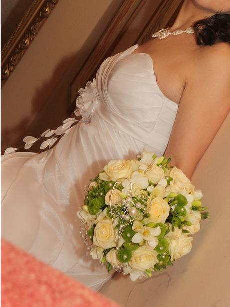 Biele svadobné šaty pre nízku a útlu nevestu, 34