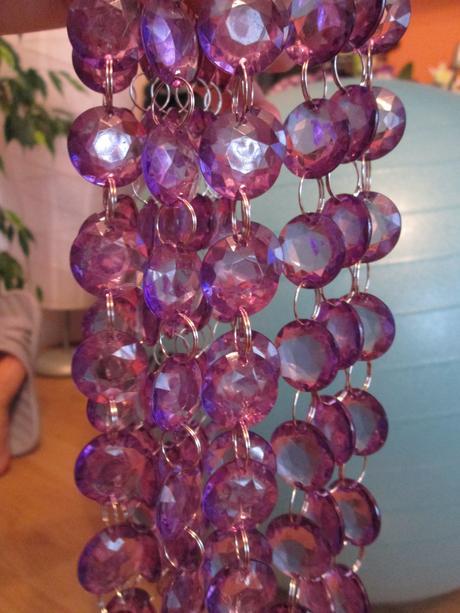 """fialové závěsné kamínky """"girlanda"""" 4,80 m,"""