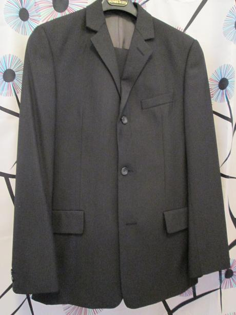 pánský oblek s jemným proužkem, 48