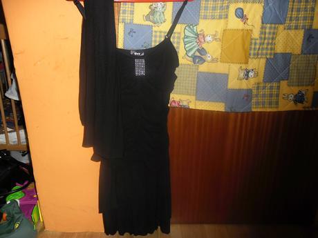 Čierne šaty , 38