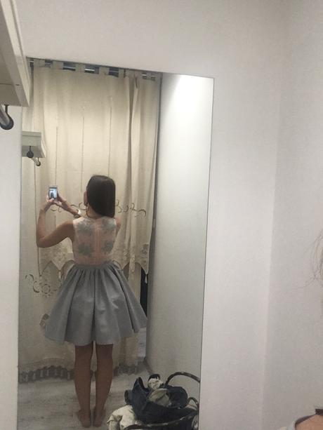 Ružovo-šedé šaty, 34