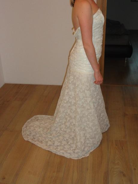Italské krajkové šaty, 36