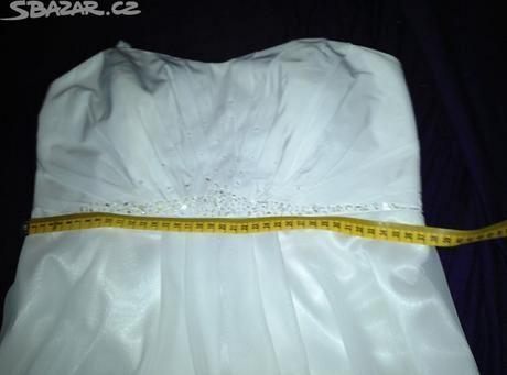 Svatební nebo popůlnoční šaty, 38