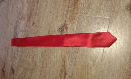 červená kravata,