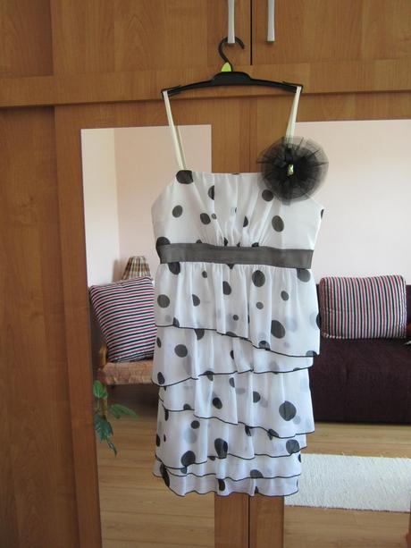 Bodkované šaty, 40