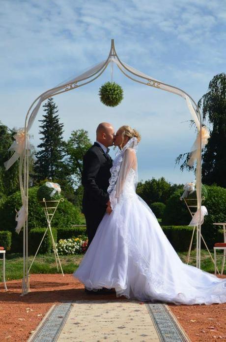 Luxusni Svatebni Saty S Vleckou A Zavojem 38 6 000 Kc Svatebni