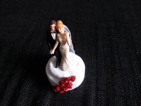 Svatebni figurky na dort či dekorace,