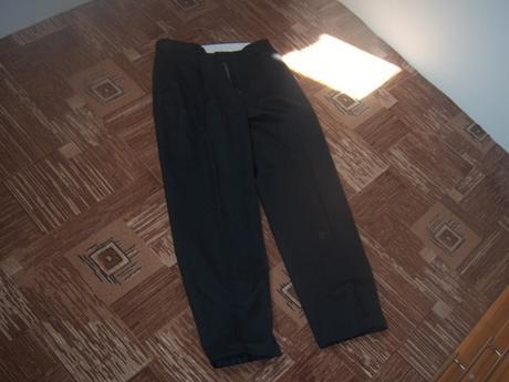 Černé oblekové kalhoty., L
