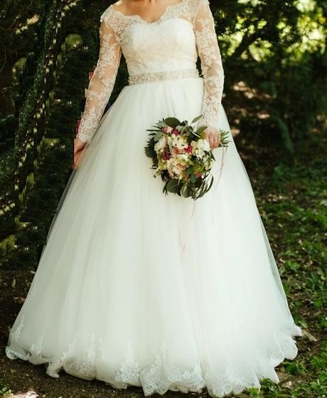 7574bc242d1d Svadobné šaty s dlhým čipkovaným rukávom