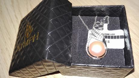 Strieborny nahrdelnik s privieskom s perlou,