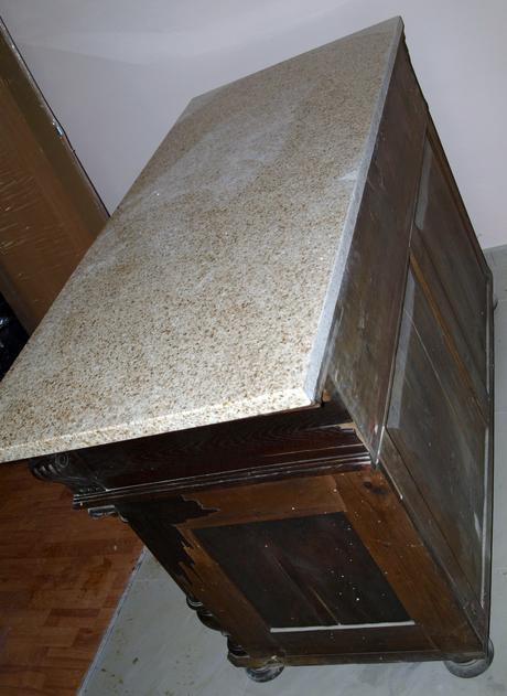 starožitný nábytok,