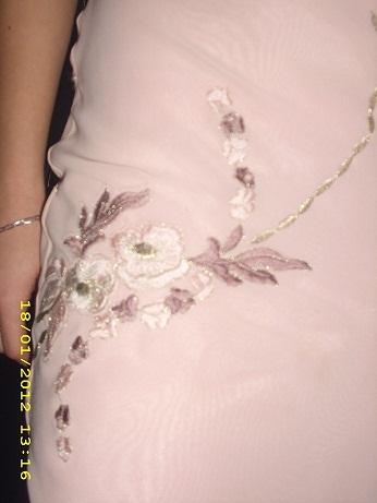 Vyšívané šaty, 36