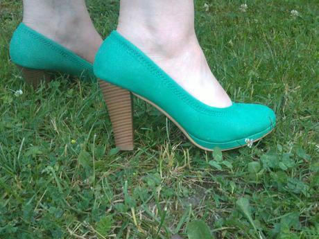 Zeleno-čiernekoteilové šaty, 42