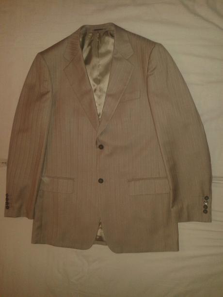 Sivohnedy oblek, 52