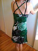 Krátke viacfarebné šaty, M