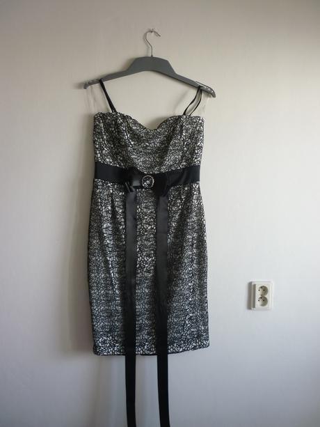 Spoločenské šaty s čipkou, 42