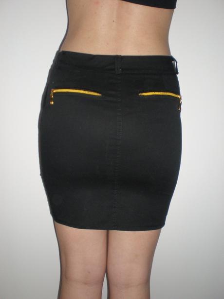 Čierna sukňa, 34