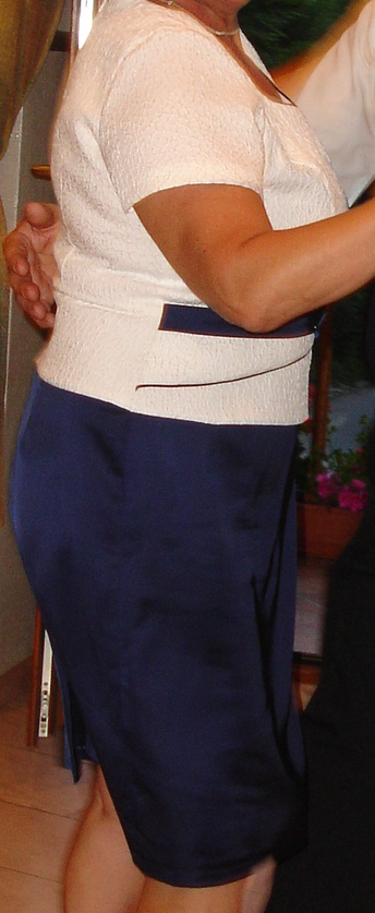 Dámske spoločenské šaty, 46