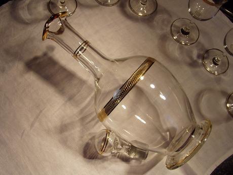 Karafa plus poháre,