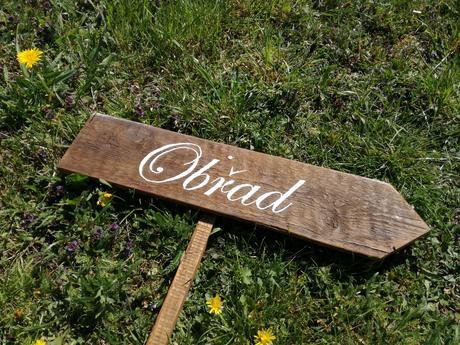 Dřevěné cedule (4x ukazatelé, 1x svatba),