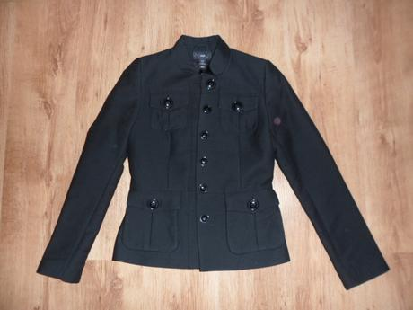 Čierny kabátik, 34