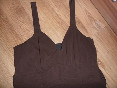 Šifónové šaty, M
