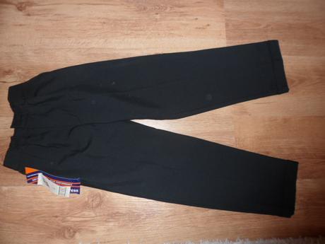 Spoločenské nohavice, 134