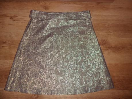 Zlato-medená sukňa, 42