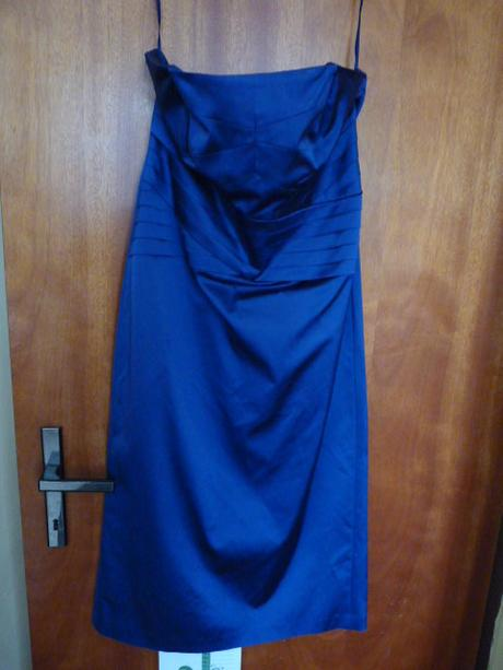 fialové společenské šaty, 40